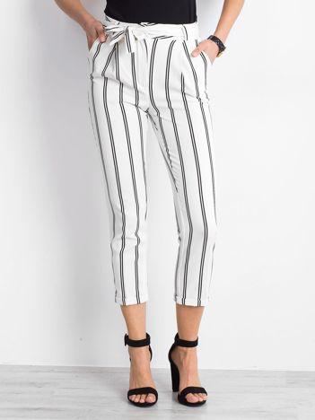 Białe spodnie Bespoke