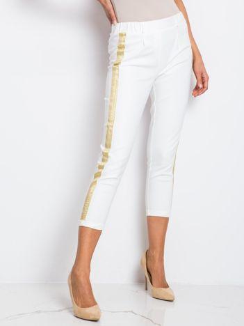 Białe spodnie Drake