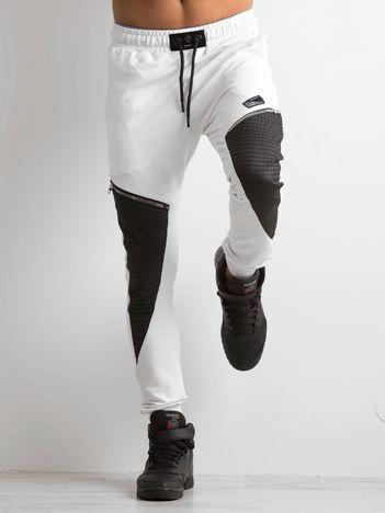 Białe spodnie dresowe męskie z aplikacją