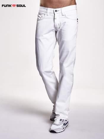 Białe spodnie męskie z napami na kieszeniach Funk n Soul