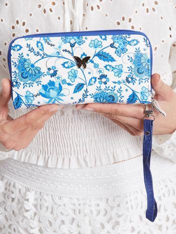 Biało-niebieski portfel we wzory