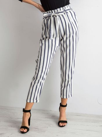 Biało-niebieskie spodnie w paski