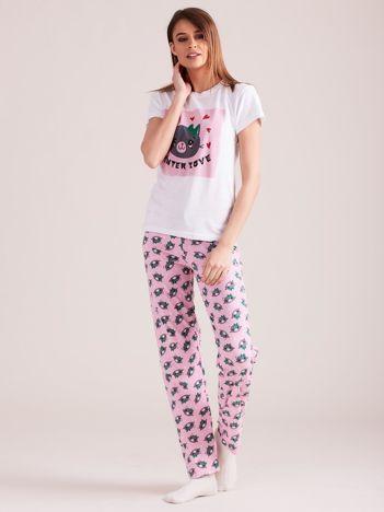 Biało-różowa piżama dwuczęściowa w kotki