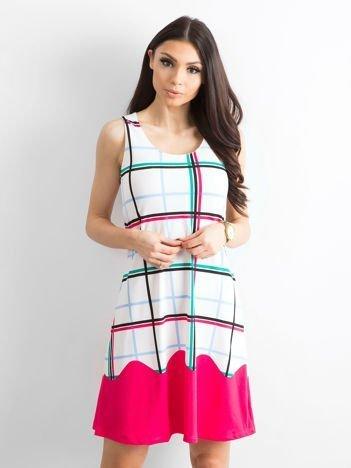 Biało-różowa sukienka w kolorową kratę
