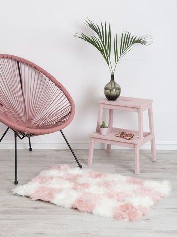 Biało-różowy dywan shaggy