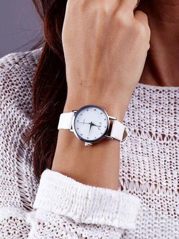 Biały Zegarek Damski z Ozdobną tarczą