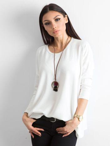 Biały sweter oversize