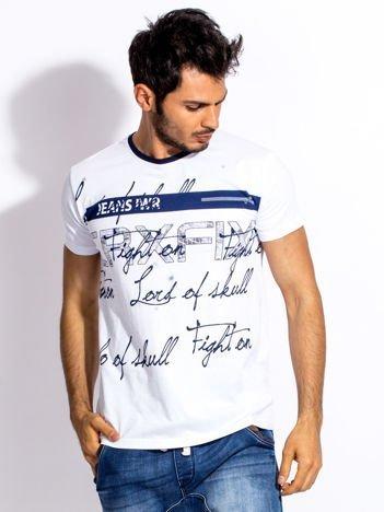 Biały t-shirt męski z tekstowym nadrukiem