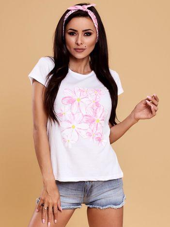 Biały t-shirt z kolorowym kwiatowym nadrukiem