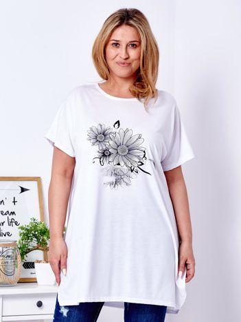Biały t-shirt z kwiatowym printem PLUS SIZE