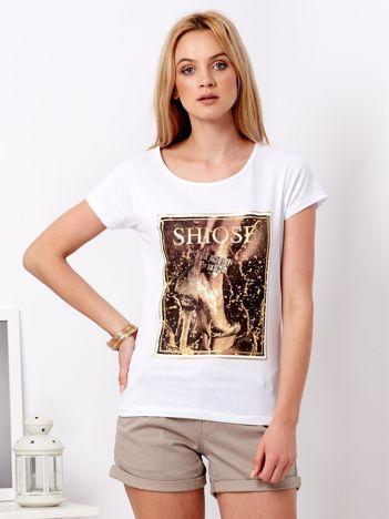 Biały t-shirt z motywem buta