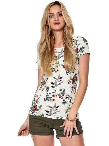 Biały t-shirt z motywem egzotycznych ptaków
