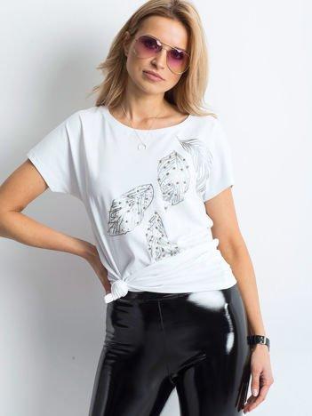 Biały t-shirt z roślinnym motywem i perełkami