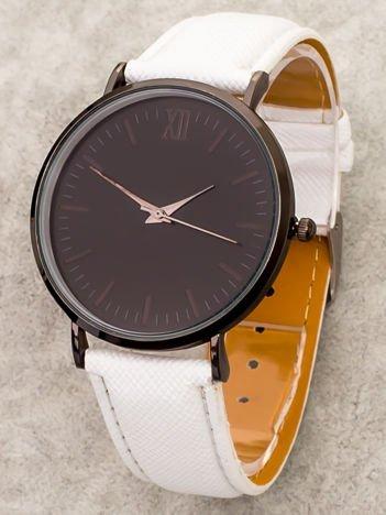 Biały zegarek z czarną tarczą