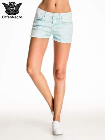 Błękitne dekatyzowane jeansowe szorty