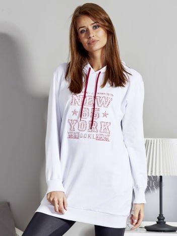 Bluza damska z kapturem i wypukłym napisem biała