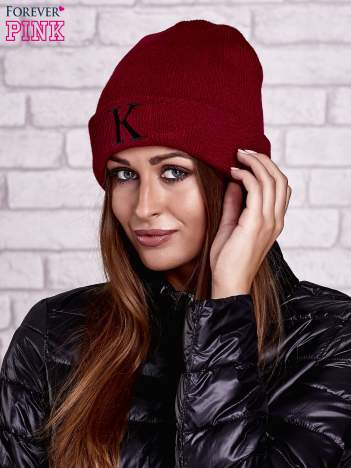 Bordowa czapka beanie z literą K