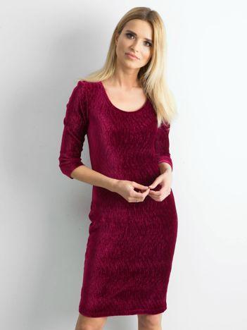 Bordowa dopasowana welurowa sukienka