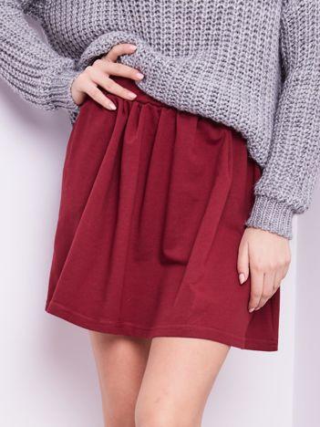 Bordowa rozkloszowana dresowa spódnica z kieszeniami