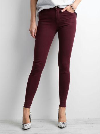 Bordowe jeansowe rurki