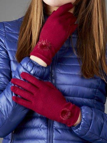 Bordowe miękkie rękawiczki damskie z pomponikami
