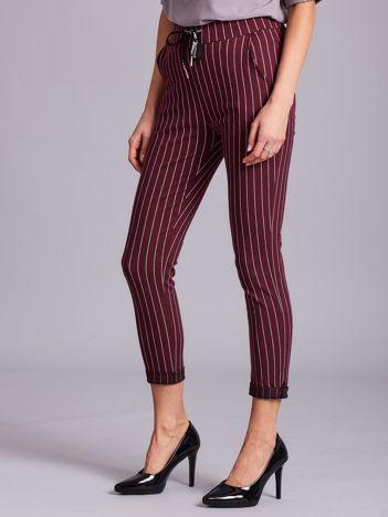 Bordowe spodnie damskie w paski