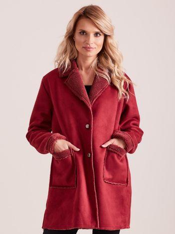 Bordowy płaszcz ze sztucznego futra