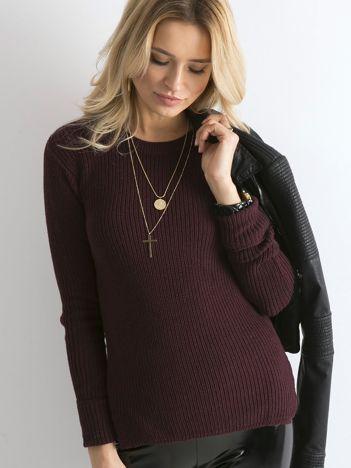 Bordowy sweter z podwijanymi rękawami