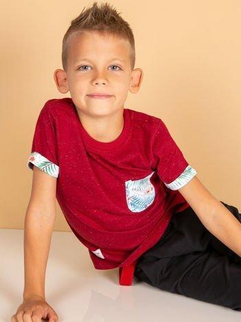 Bordowy t-shirt dla dziecka z egzotycznymi motywami