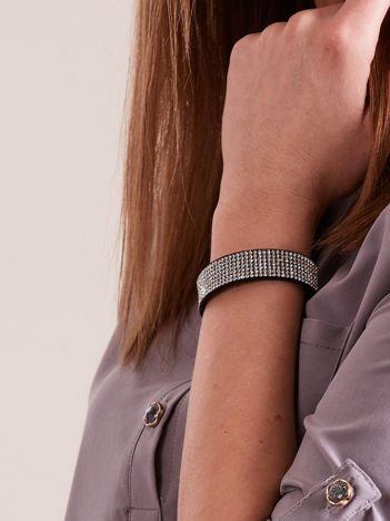 Bransoletka damska typu wrap na czarnym zamszowym pasku z drobnymi srebrnymi cyrkoniami