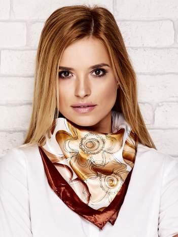 Brązowa chusta apaszka w kwiaty