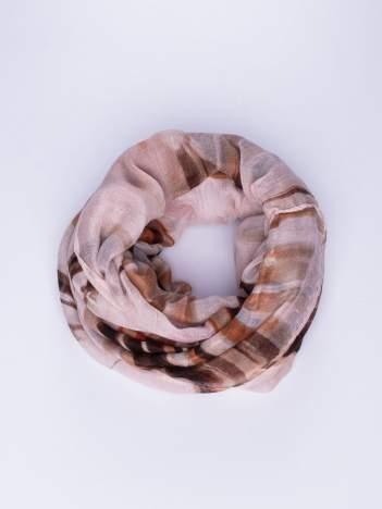 Brązowa chustka w nieregularne paski