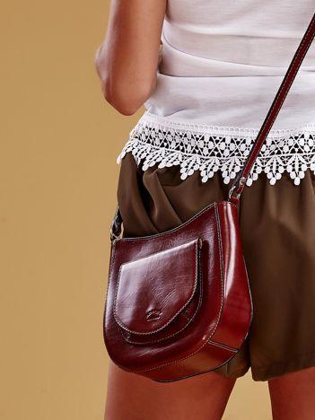 Brązowa skórzana torebka z zewnętrzną kieszonką