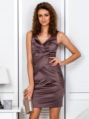 Brązowa sukienka z kopertowymi falbanami