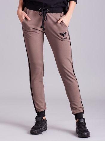 Brązowe bawełniane spodnie dresowe z lampasami