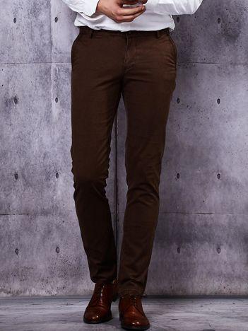 Brązowe spodnie męskie o prostym kroju