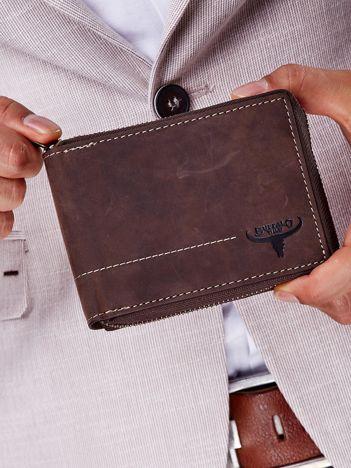 Brązowy portfel męski z tłoczeniem i przeszyciem