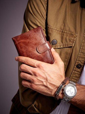 Brązowy portfel męski ze skóry z zapięciem