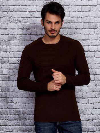 Brązowy sweter męski z zygzakiem
