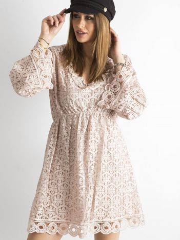 Brudnoróżowa koronkowa sukienka