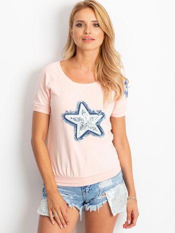 Brzoskwiniowa bluza z denimową gwiazdą