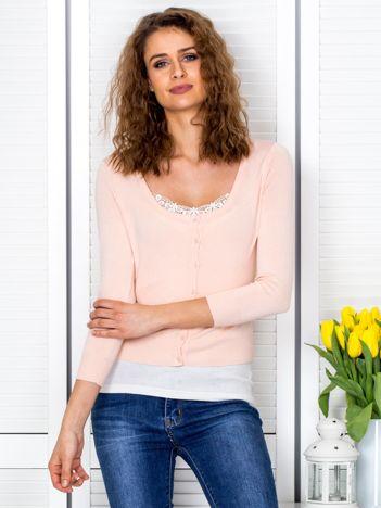 Brzoskwiniowy sweter damski z guzikami