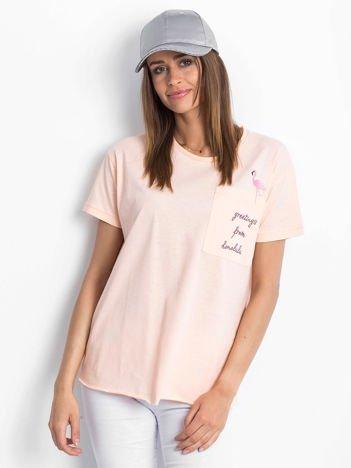 Brzoskwiniowy t-shirt z flamingiem