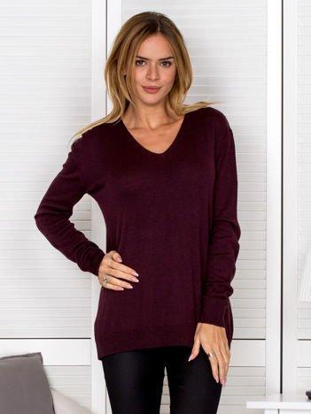 Burgundowy sweter z trójkątnym dekoltem
