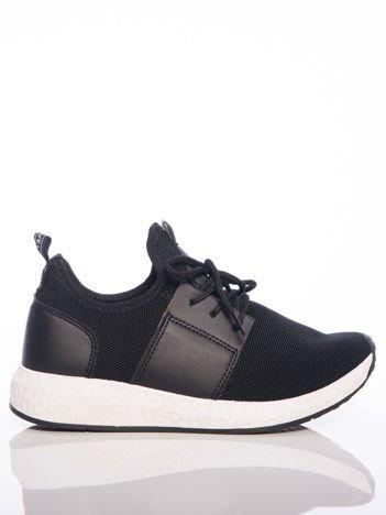 Buty sportowe na białej sprężystej podeszwie czarne