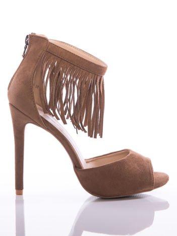 Camelowe sandały Evento na szpilkach z ozdobnymi frędzelkami wokół kostek