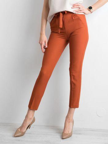 Ceglaste spodnie z wiązaniem