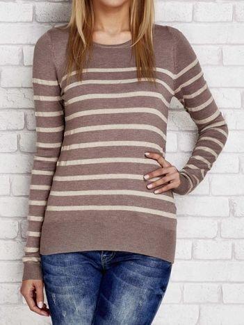 Ciemnobeżowy sweter w paski