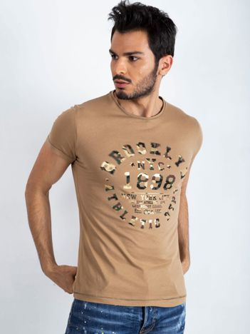Ciemnobeżowy t-shirt męski College