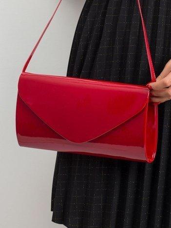 Ciemnoczerwona lakierowana torebka kopertówka